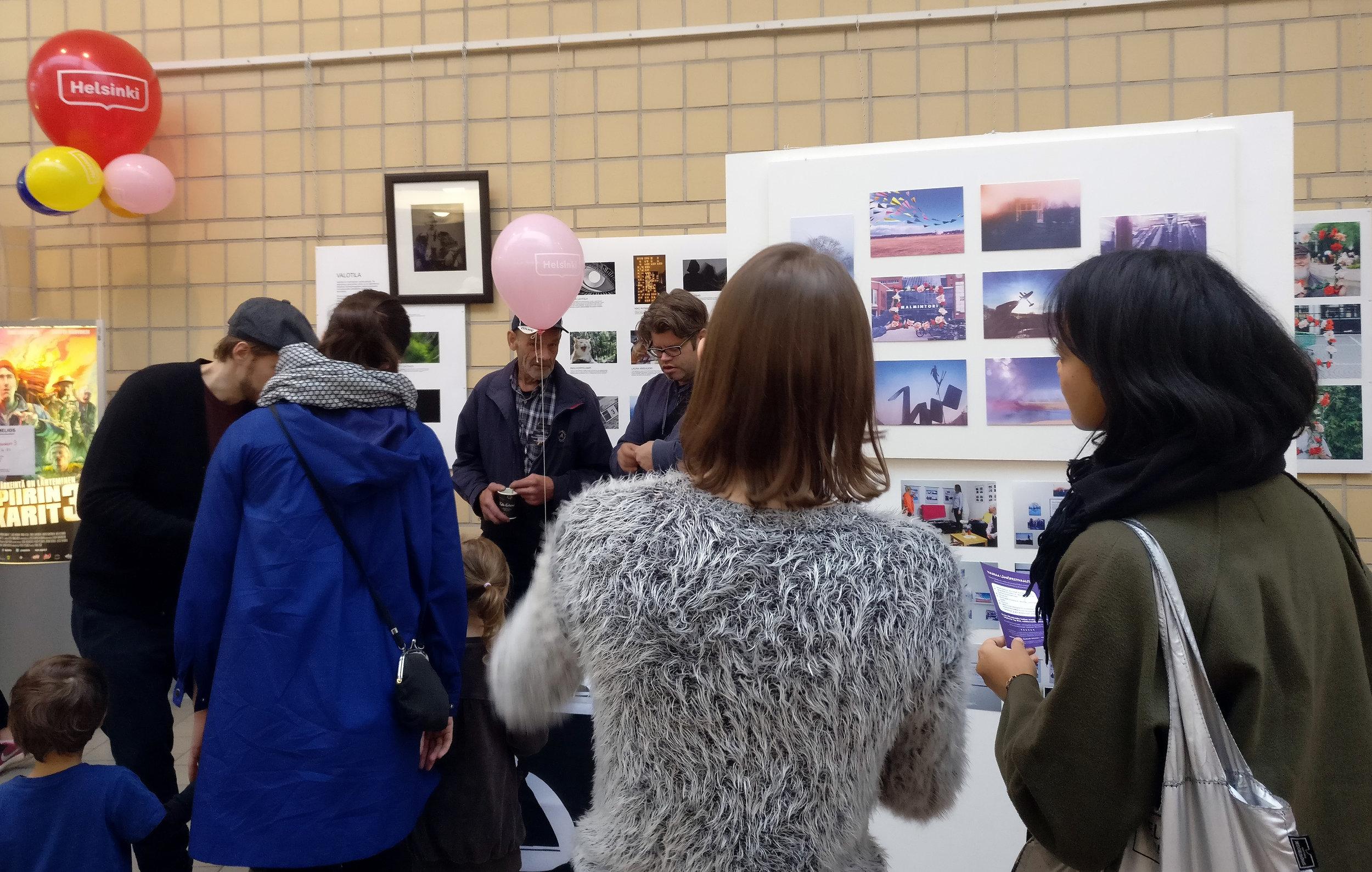 Syksy 2017: Järjestimme Lähiöfestin yhteydessä näyttelyn toiminnastamme ja järjestimme valokuvauskilpailun, jossa ihmisiä haastettiin asettamaan leikekuvia miljööseen.