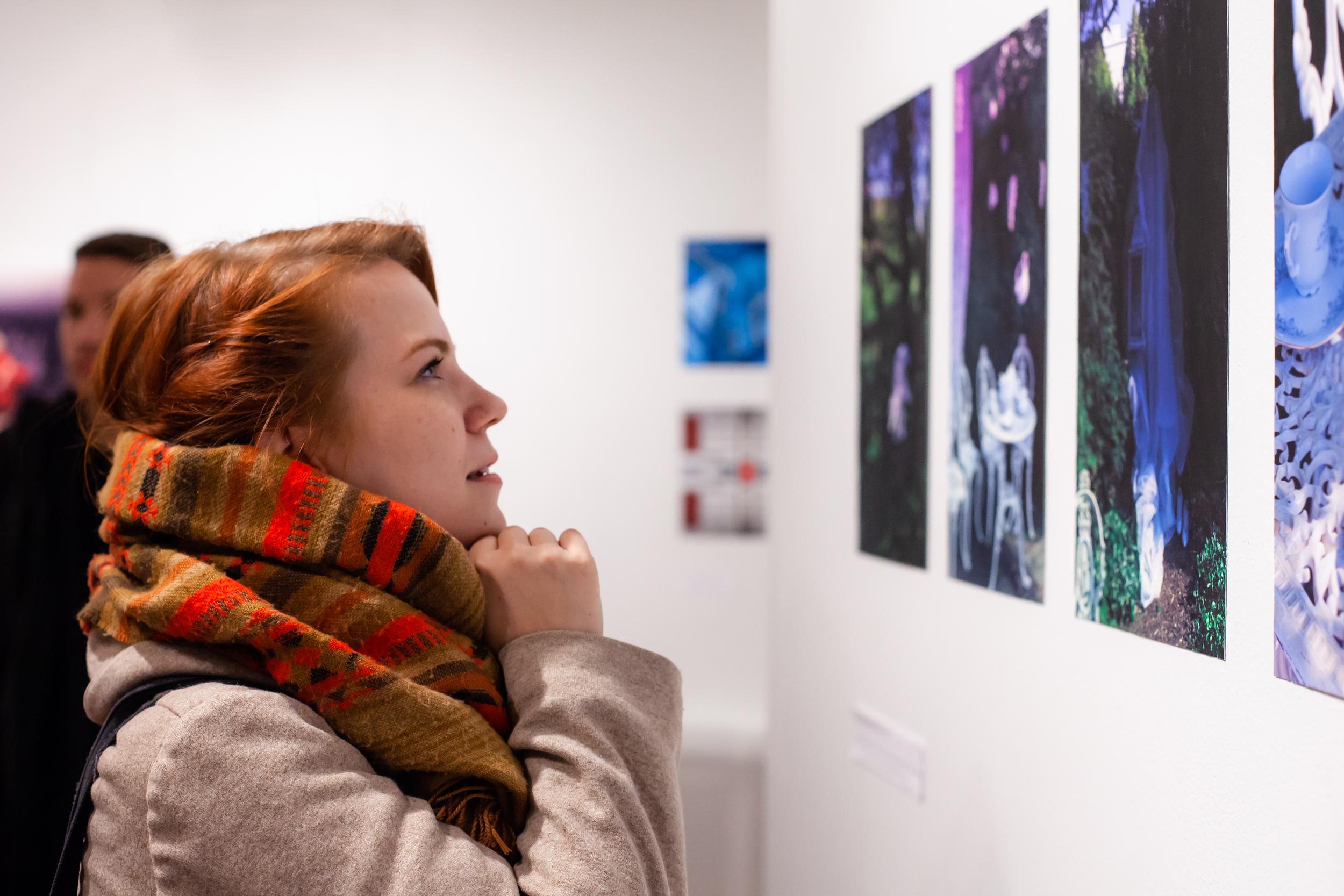 Syksy 2018: Yhteisöllisesti tuotetun Valotila Malmi -näyttelyn avajaiset.