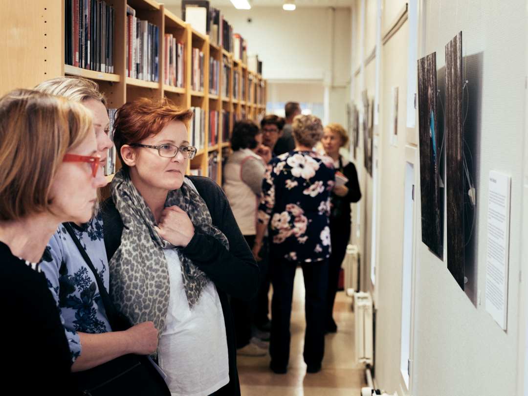 Syksy 2018: Kuva Vimpelin näyttelyn avajaisista.