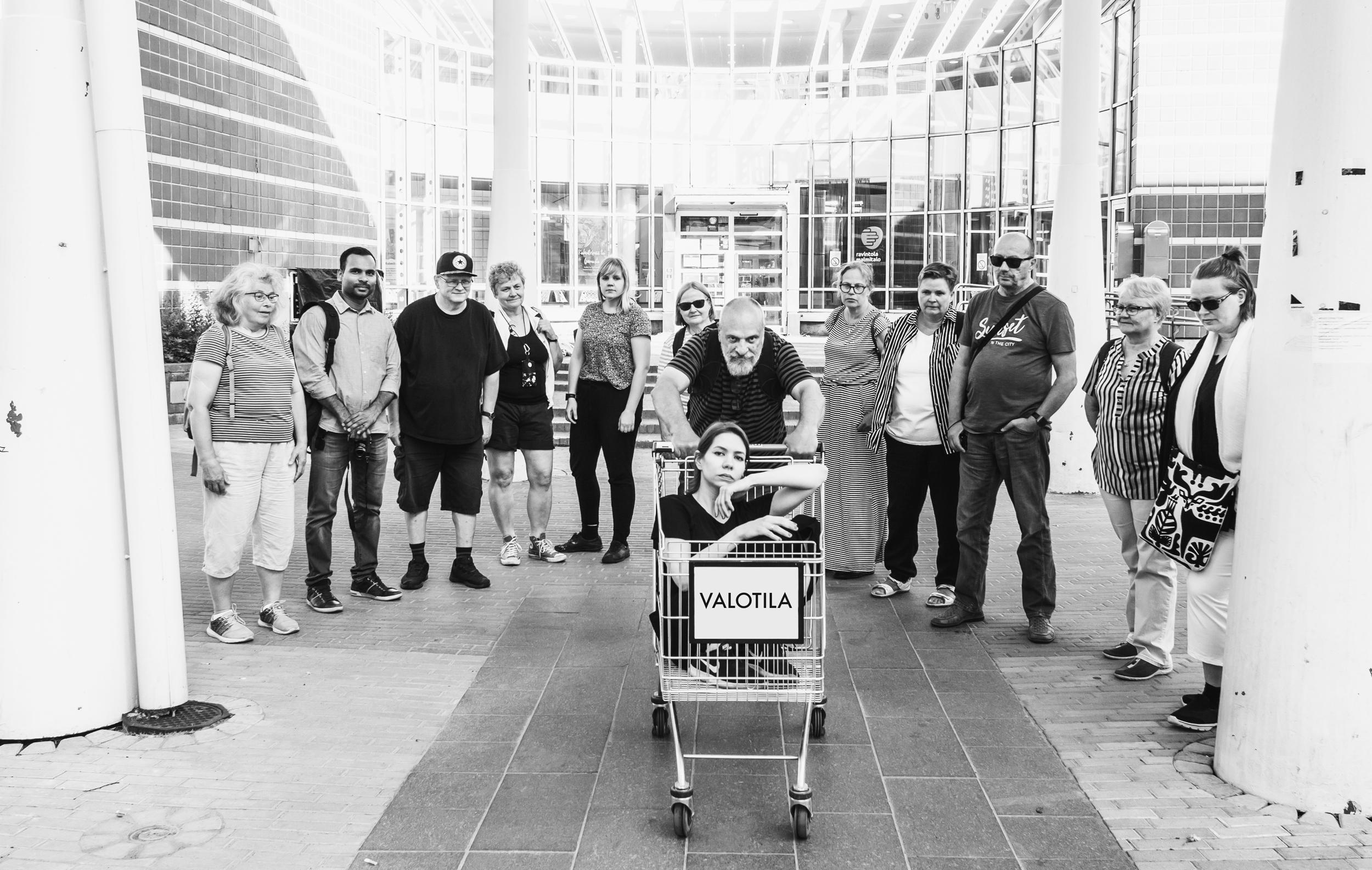 Kesä 2019. Valotilan viimeisellä tapaamiskerralla päätettiin, ettei tapaamiskerta olekaan viimeinen. Yhteisö jatkaa toimintaansa, vaikka hanke päättyykin.