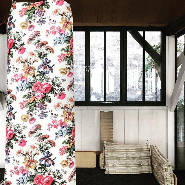 Assemblage d'assemblage.m.  www.assemblage-m.com  #design #architecture #architecte #decoration #papierpeint #motif #fleurs #couleur #industriel #assise #faitaparis #madeinfrance #ruedesmartyrs #graphisme #decor #ambiance #lumiere