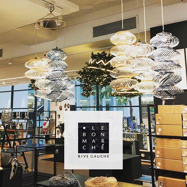 Les lampions curiosités ont atterris au Bon Marché. Retrouvez Assemblage.m à l'espace luminaires et décoration au premier étage de la Grande Épicerie @lebonmarcherivegauche . www.assemblage-m.com #design #architecture #decoration #luminaire #lumiere #suspension #lampe #grandmagasin #madeinfrance #fabriqueaparis #ruedesmartyrs #lampion #papier #papierpeint #graphique #noel #cadeau
