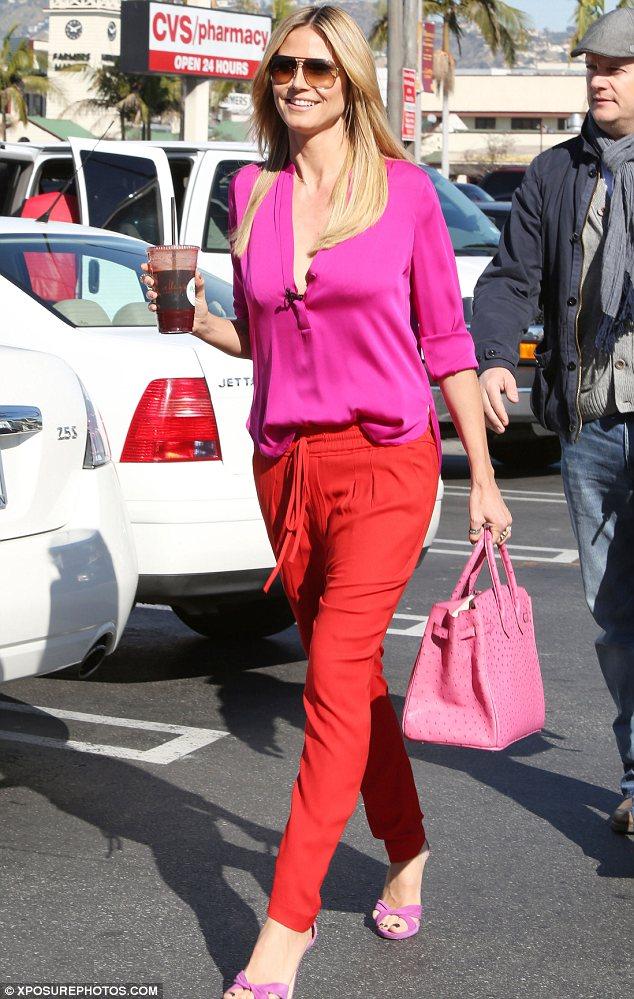 Heidi Klum clashes colours with confidence!