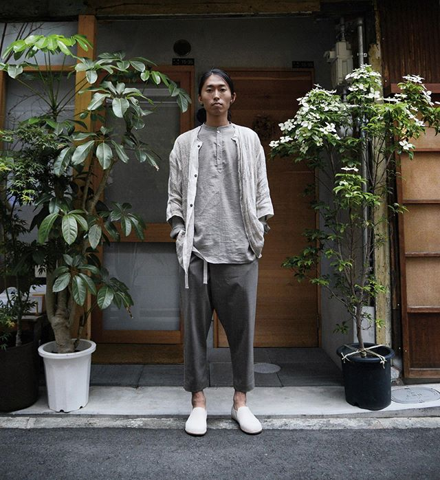@tomo_kishida wearing OUROBOROS pant, VAS shirt and SANCTUM shoe [all through link in bio] and his own handwoven cardigan.  Photographed by @watarubob .  Tomo hand weaves special natural fibers to create beautifully textured one-of-kind garments.  Check out his work: @tomo_kishida . There are only a few left of the OUROBOROS In 'aged oak' and VAS in 'sand' which will be the last of these limited colors.