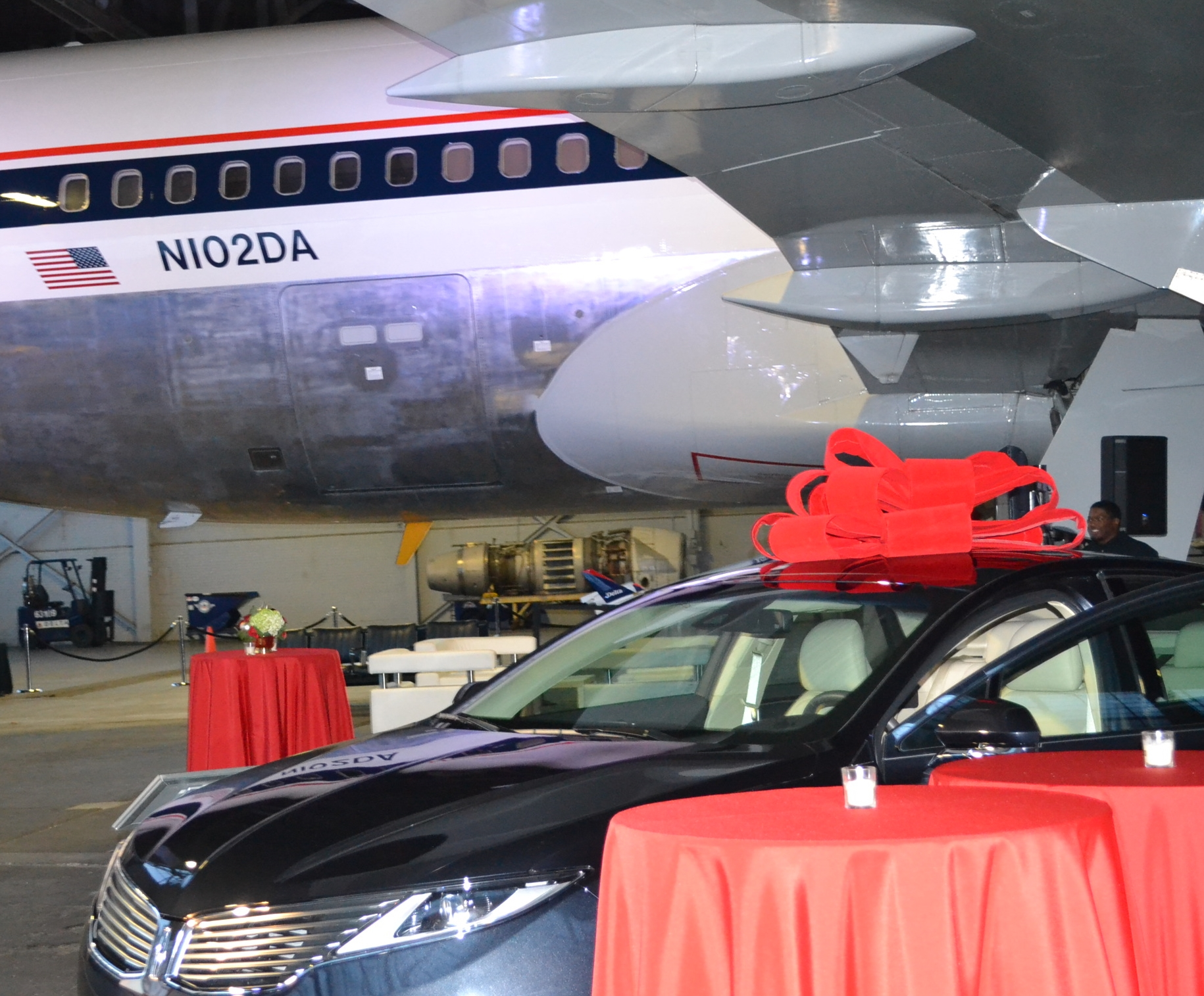 Holiday Lounge, hosted by Lincoln Motor Company