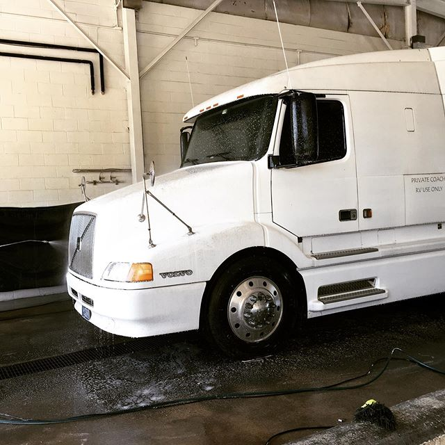 After resting all summer at the Philadelphia South KOA, it was time for The Big Tow'er to get a bath and prepare for travel this weekend. #seesimplelove #rvlife #summerinjersey #philadelphiasouthkoa #workamperlife #bestiebetsy