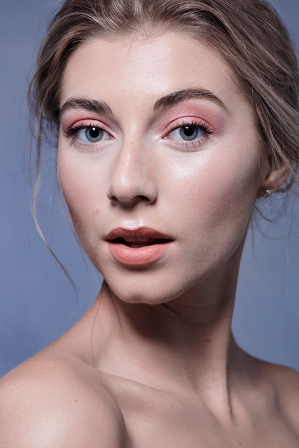Pastel peach, pink and apricot are perfect for this look