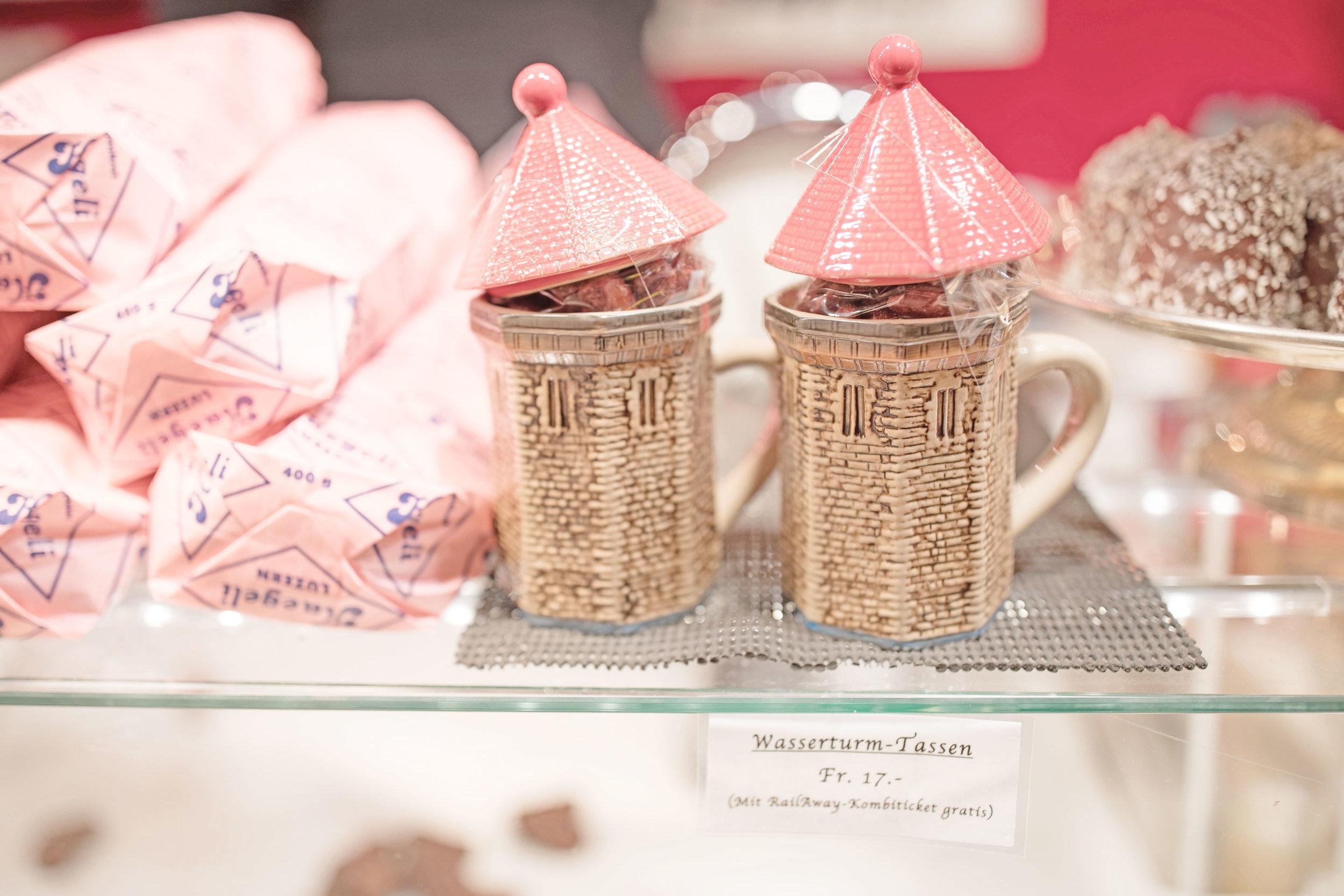 lucerne_christmas_markets_switzerland_mugs.jpg
