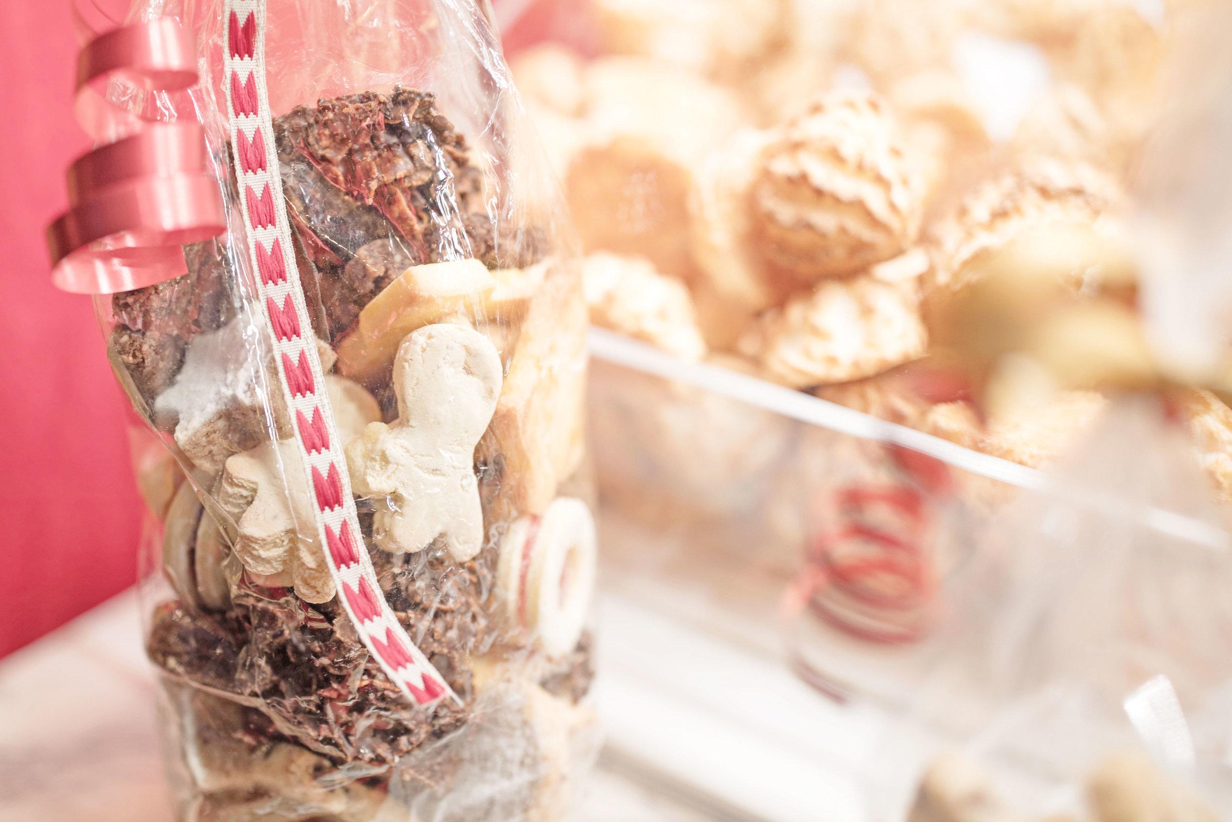 lucerne_christmas_markets_switzerland_cookies.jpg