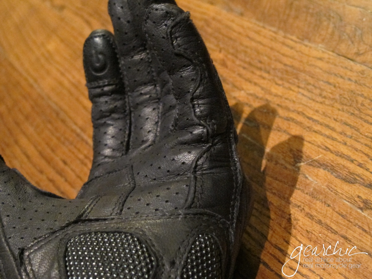 held_touch_womens_gloves_seams.jpg