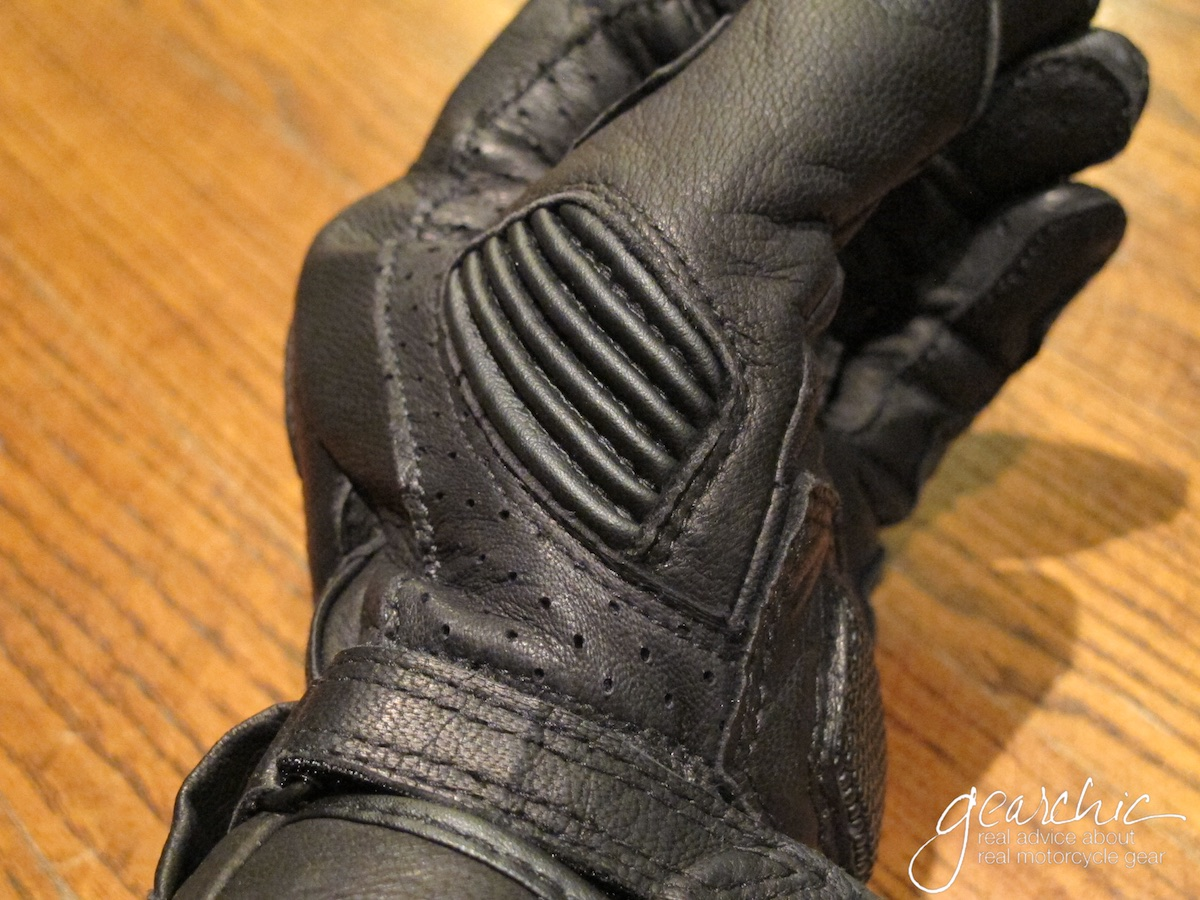 held_touch_womens_gloves_stretchthumb.jpg