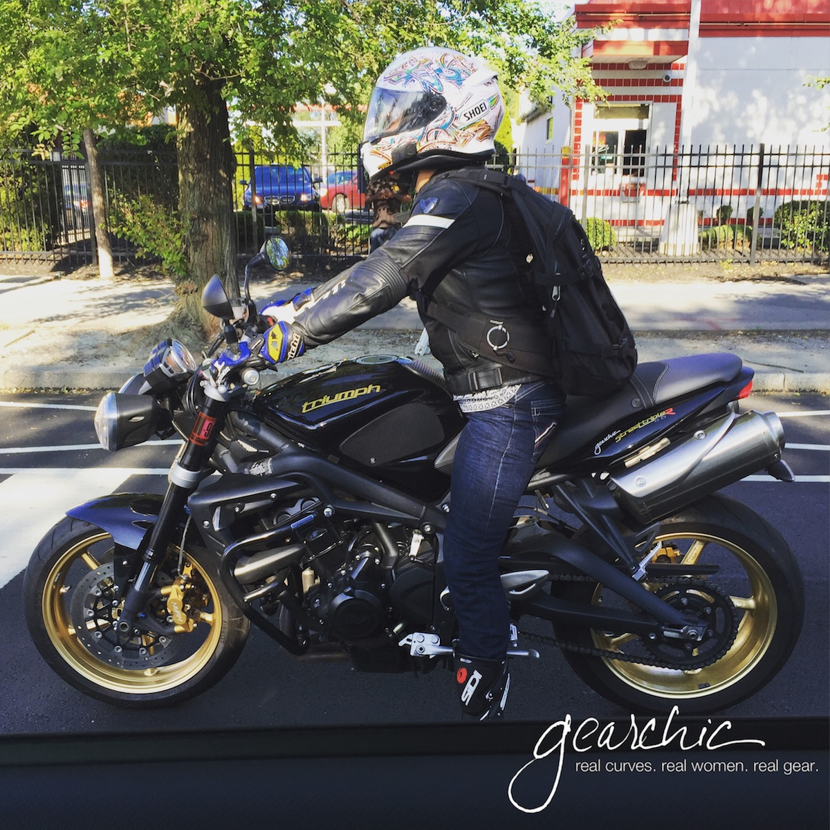 Typical city riding gear; ARMORED jeans, riding boots, full gloves, leather (with mesh panels in the summer) jacket and full face helmet. Yes, always. And then some.