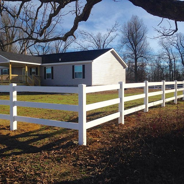 3 rail vinyl fence installed around entire property! @linsking5 #fence #fenceline #kentucky #westernkentucky