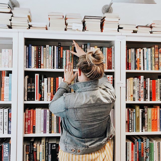 "WHAT BOOK DO YOU WISH EXISTED?? ⠀⠀⠀⠀⠀⠀⠀⠀⠀ I'm a book NERD. I read at least a book a week, sometimes more - and fantasy books tend to be my first pick. It might surprise you to hear that I gave up all self help books about two years ago because they made me feel like I was working alllll the time - and I wanted reading to be a safe and fun place. ⠀⠀⠀⠀⠀⠀⠀⠀⠀ But if I could wave my magic wand and create a magical, full-of-answers book out of thin air I'd 💯 pick something like ""how to do laundry and not leave it in the dryer for two weeks"" or ""how to love salads."" A few years ago I would have died to grab a book called ""how to build a biz and not lose your mind."" 😂 ⠀⠀⠀⠀⠀⠀⠀⠀⠀ What book do you wish existed? tell me in the comments!😂 ⠀⠀⠀⠀⠀⠀⠀⠀⠀ ⠀⠀⠀⠀⠀⠀⠀⠀⠀ ⠀⠀⠀⠀⠀⠀⠀⠀⠀ ⠀⠀⠀⠀⠀⠀⠀⠀⠀ #flashesofdelight #thatsdarling #girlbossmagic #societygal #goaldiggersociety #dontquityourdaydream #womenwithambition #bloomyellow #creativityfound #designalifeyoulove #britstagram #womensupportingwomen #thehappynow #livethelittlethings #myeverydaymagic #nothingisordinary #aquietstyle #seekmoments #inbeautyandchaos #liveyourpurpose #nashvillelifecoach #nashvillelifestyles #tezzaapp"