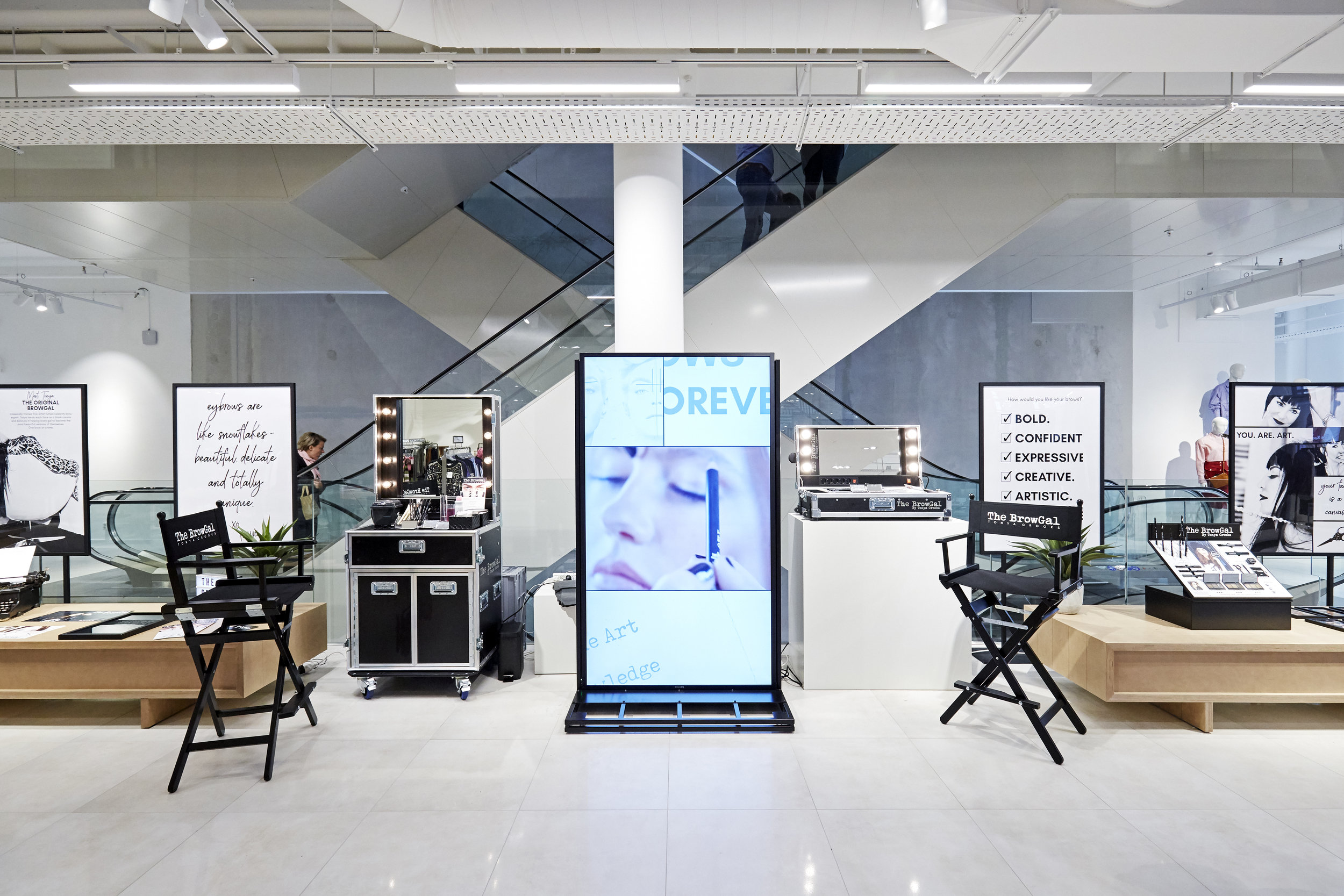 POP UP SHOPEXPERIENCE DESIGN - Conception + Creation for Analog Brand Experience