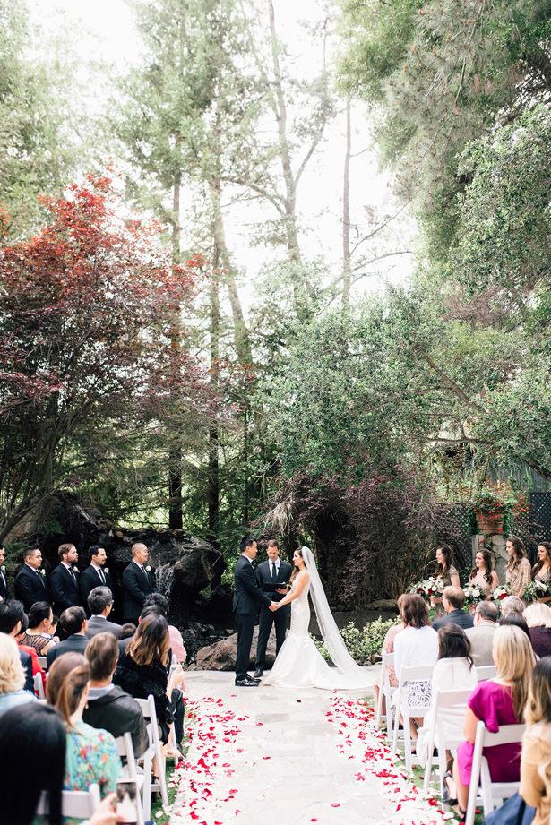 gorgeous-outdoor-wedding-ceremony.jpg