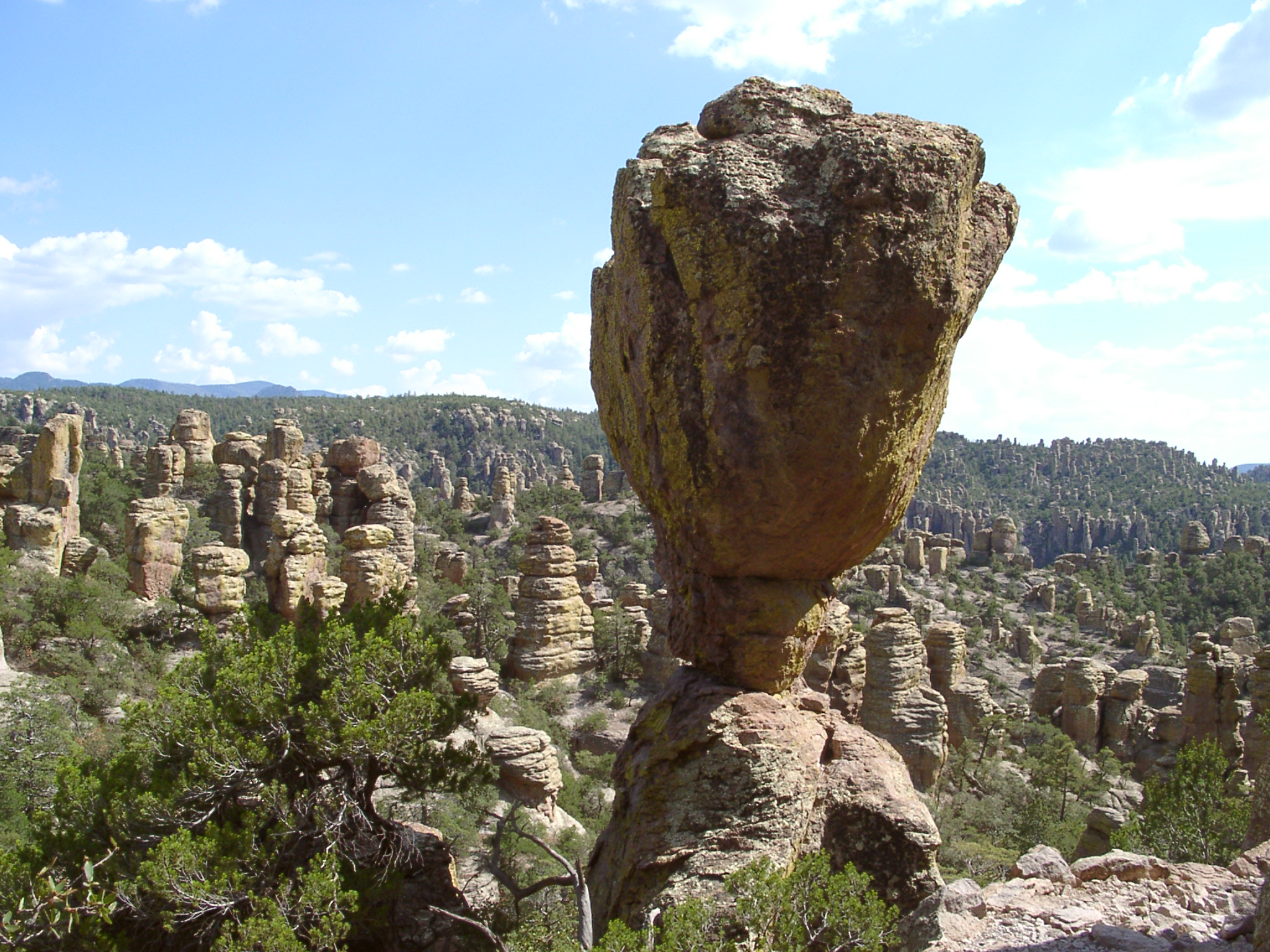 Chiracahua balance rock,  photo  by Sascha Brück /  CC BY