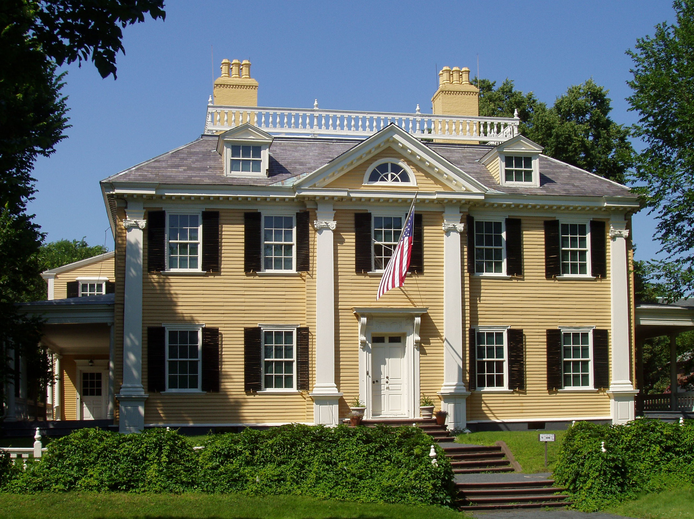 Longfellow House - Washington's Headquarters NHS,  photo  by Daderot /  CC BY