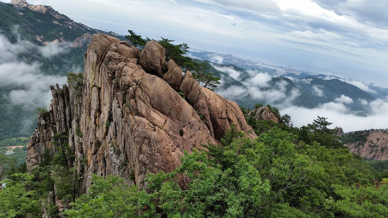 Seoraksan National Park , photo by Garycycles /  CC BY .
