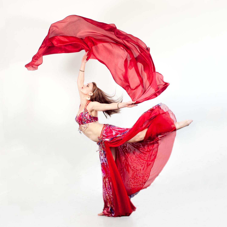 EmilieLauren-Dance-in-studio-2.jpg