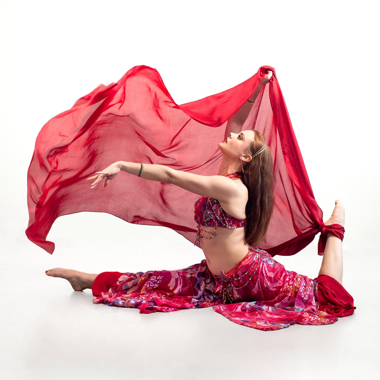 EmilieLauren-Dance-in-studio-3.jpg