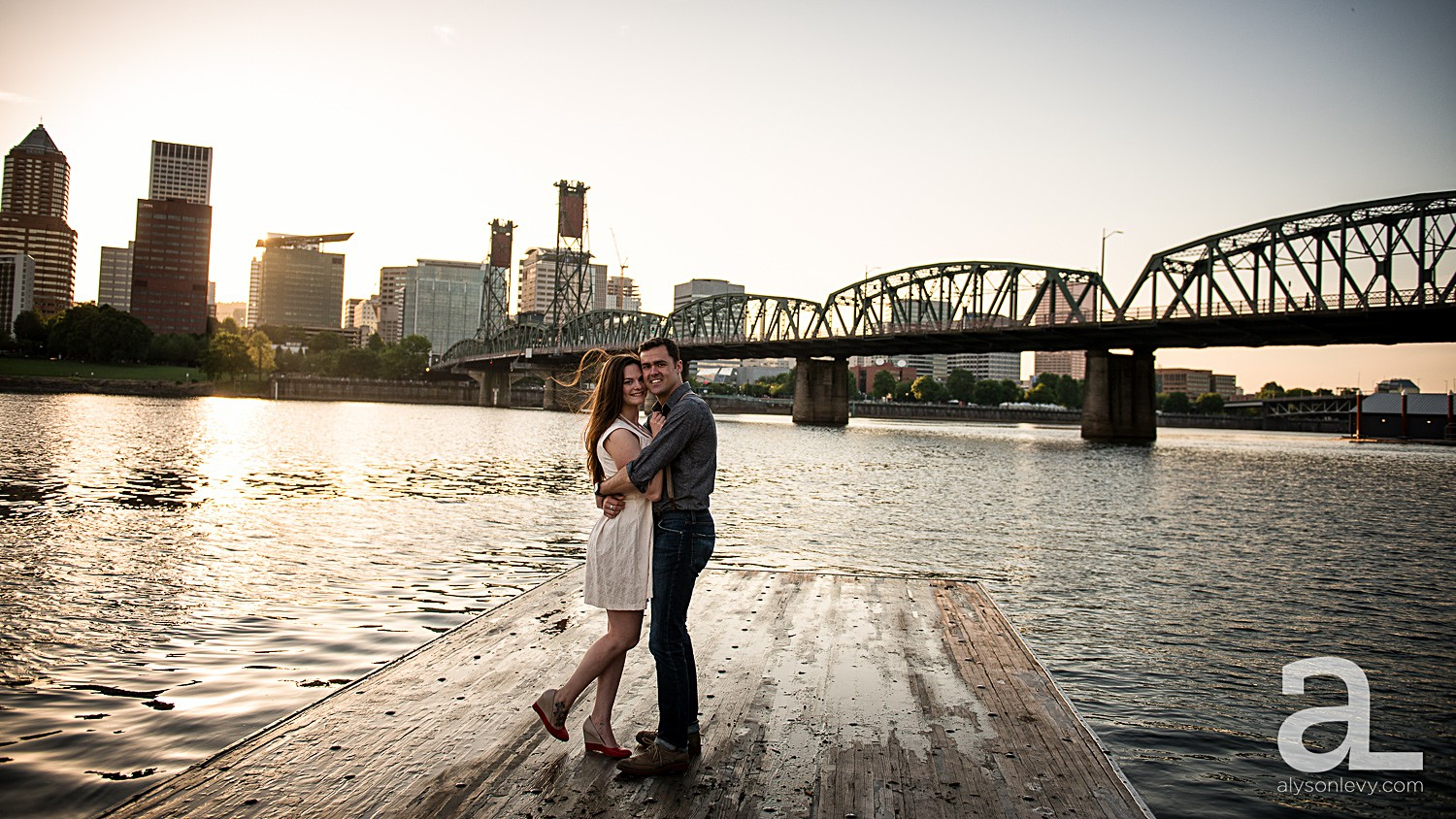 Portland-Waterfront-Engagement-Session_0004.jpg