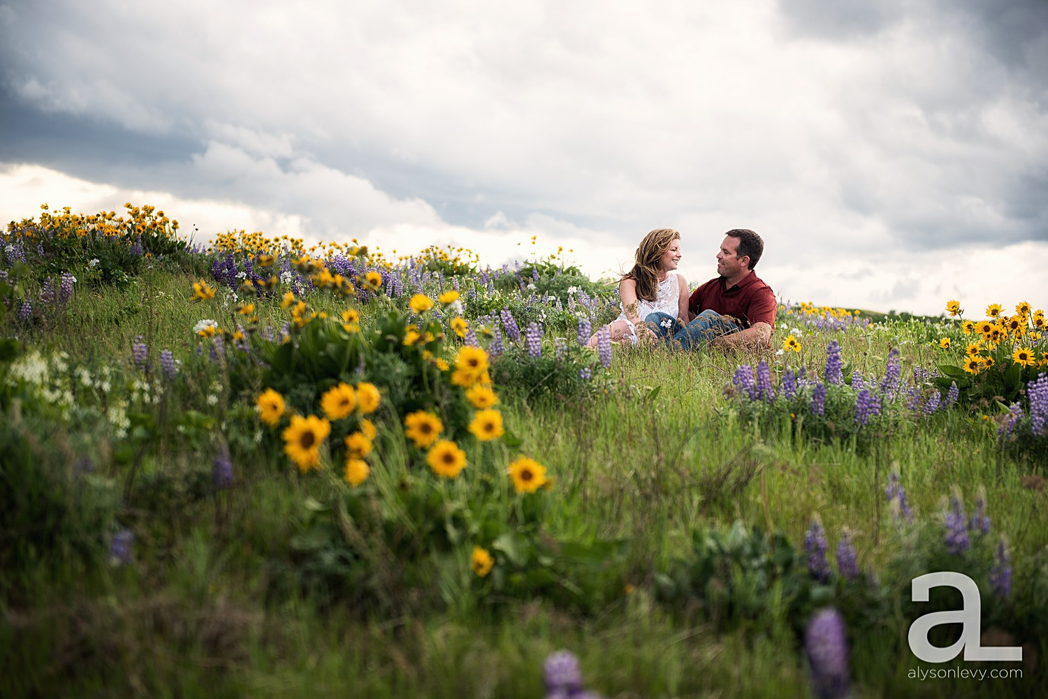 Columbia-River-Gorge-Engagement-Photography-Session_0002.jpg