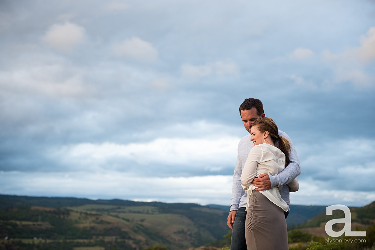 Columbia-River-Gorge-Engagement-Photography-Session_0010.jpg