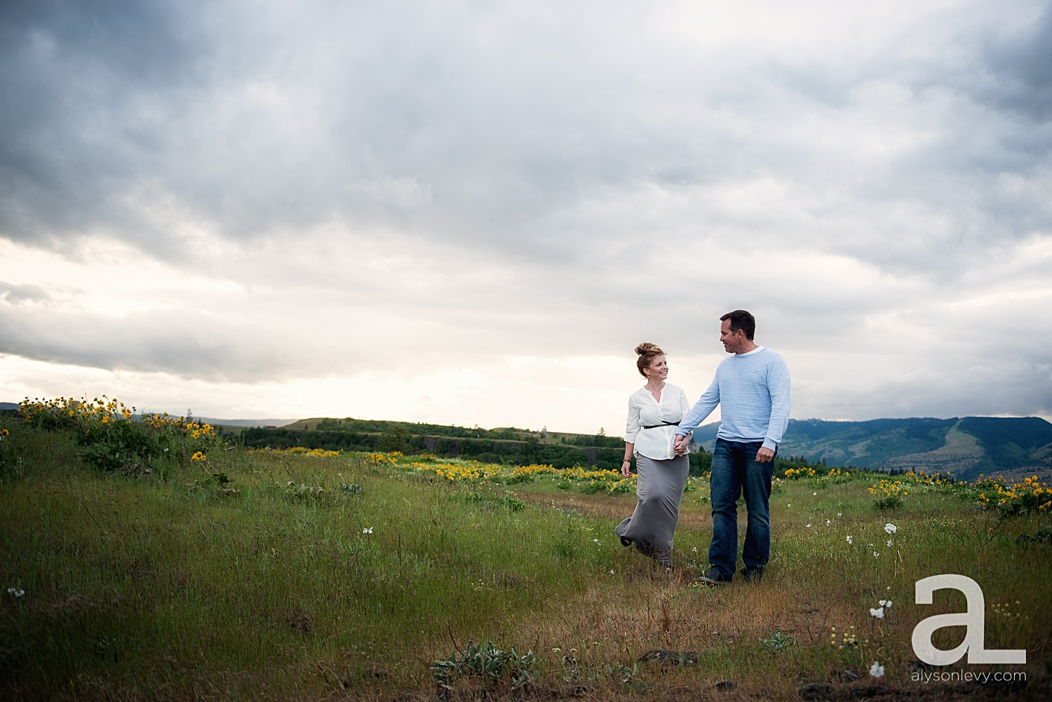 Columbia-River-Gorge-Engagement-Photography-Session_0009.jpg