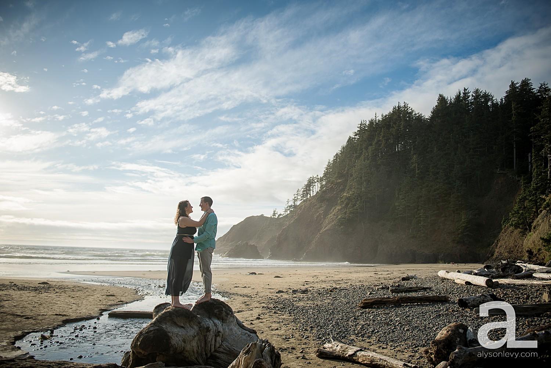 Oregon-Coast-Engagement-Photography_0004.jpg