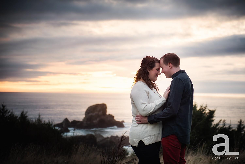 Oregon-Coast-Engagement-Photography_0018.jpg