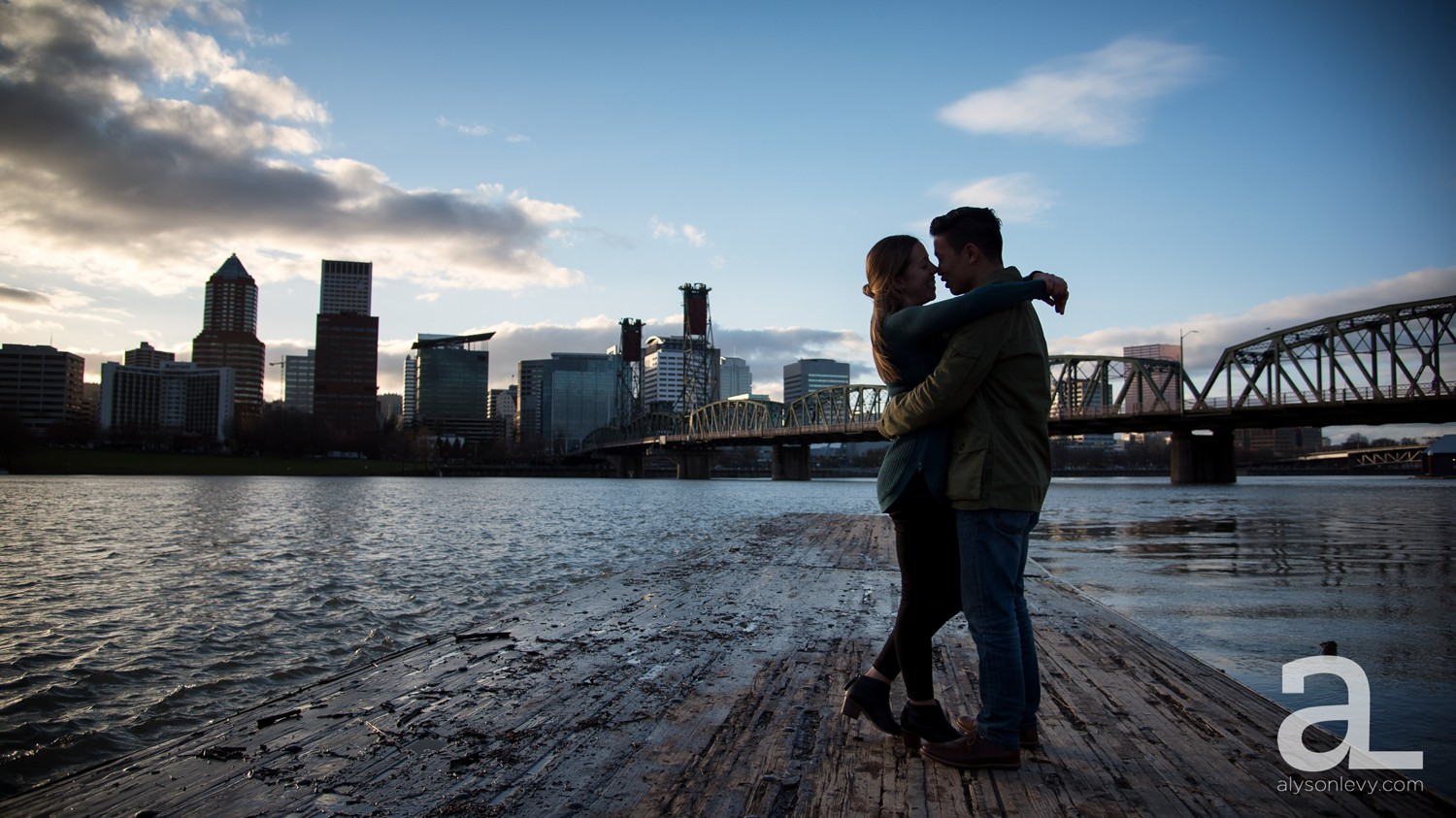 Portland-Tilikum-Bridge-Proposal-Engagement-Photography_0010.jpg