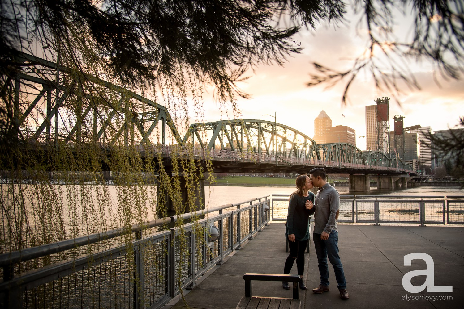 Portland-Tilikum-Bridge-Proposal-Engagement-Photography_0016.jpg