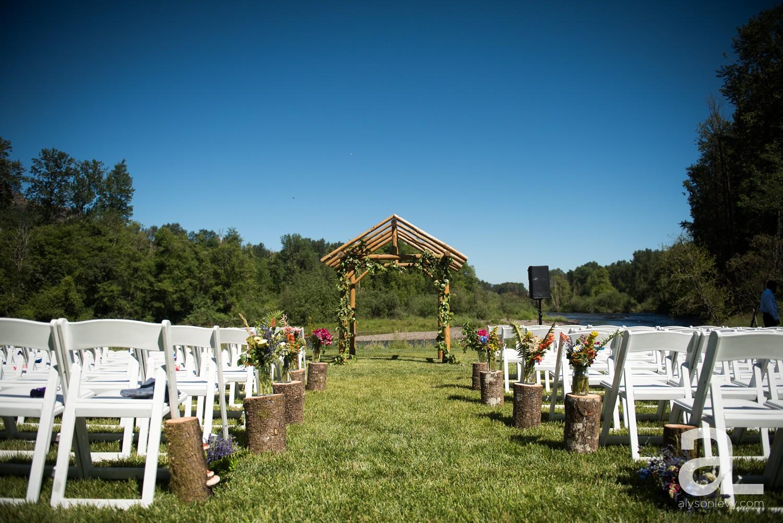 Eugene-Outdoor-Wedding-Photography-Christmas-Tree-Farm_0025.jpg