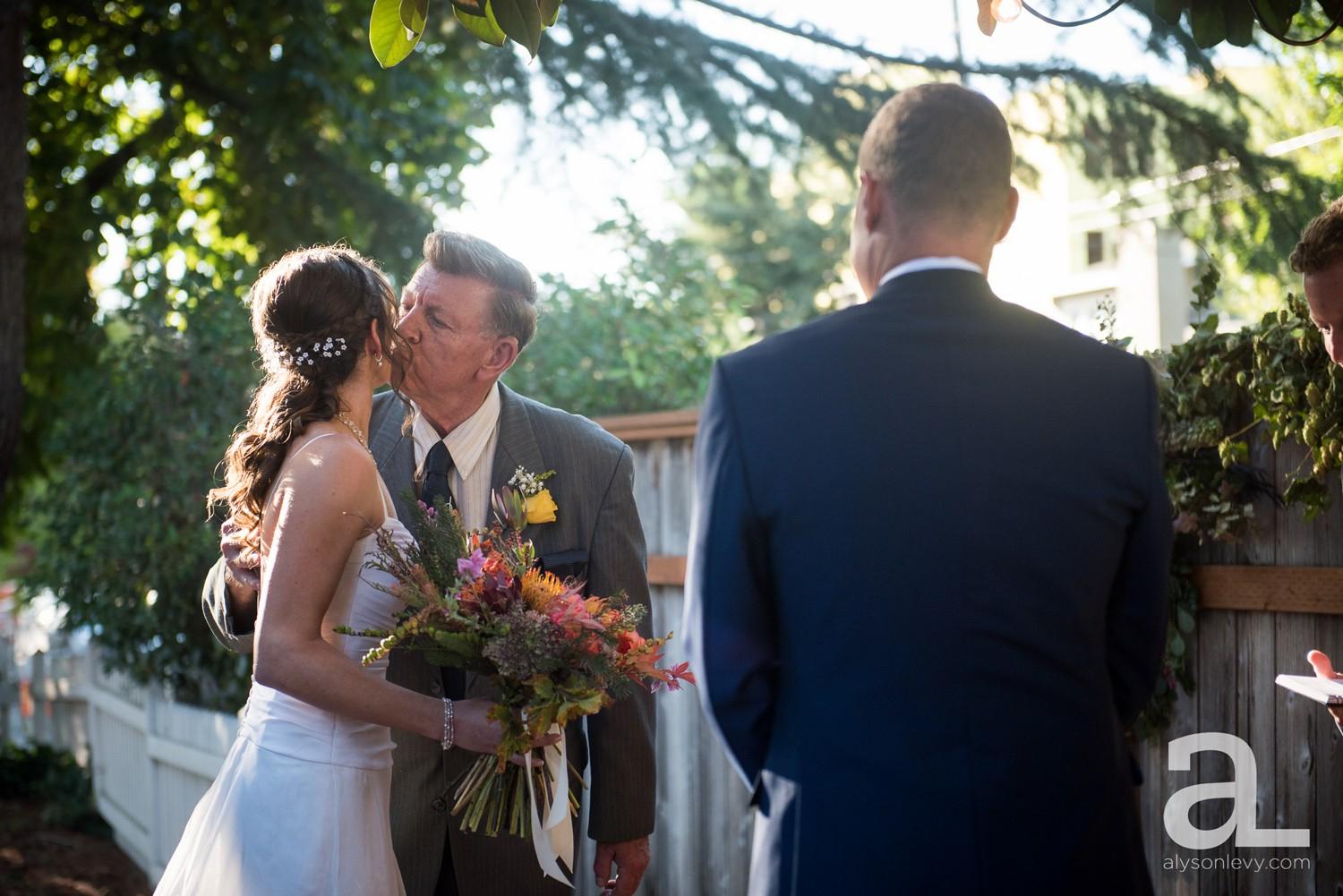 Portland-Backyard-Wedding-Photography_0011.jpg