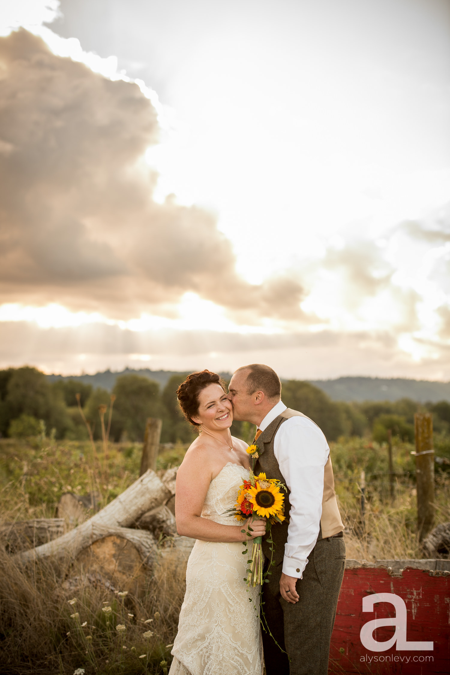 Krugers-Farm-Sauvie-Island-Wedding-Photography-019.jpg