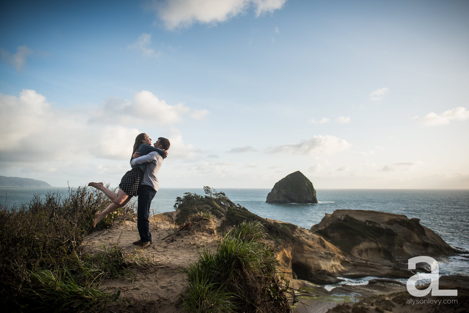 Cape-Kiwanda-Engagement-Photography-012.jpg