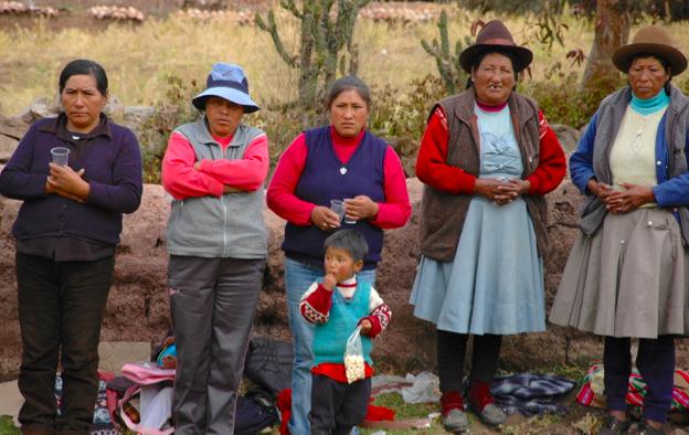 Wayllarcocha voting for clean water3.jpg