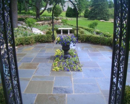 72a19e42031cbe93_2727-w550-h440-b0-p0--traditional-patio.jpg