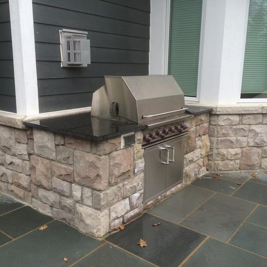 backyard kitchen bluestone patio
