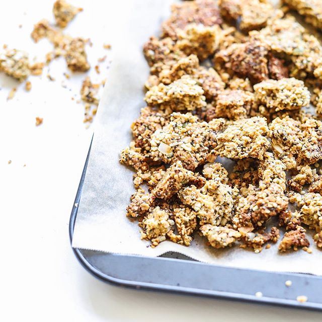 𝐇𝐄𝐌𝐏 + 𝐂𝐎𝐂𝐎𝐍𝐔𝐓 𝐆𝐑𝐀𝐍𝐎𝐋𝐀 ⁣ ⁣ Those clusters though 😍 Who loves a good crunchy granola? Nut free, gluten free, grain free recipe coming at you this weekend 🎉 In the meantime, check out how I achieve those clusters in my stories 😁 Happy Friday all x Ash ⁣ ⁣ #hempseeds #coconut #granolarecipe #nourishmemum #grainfree #nutfree #glutenfree #dairyfree #allergyfriendly