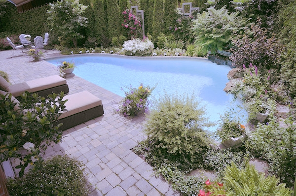 aménagement paysager laval piscine pavé uni cour arrière.jpg