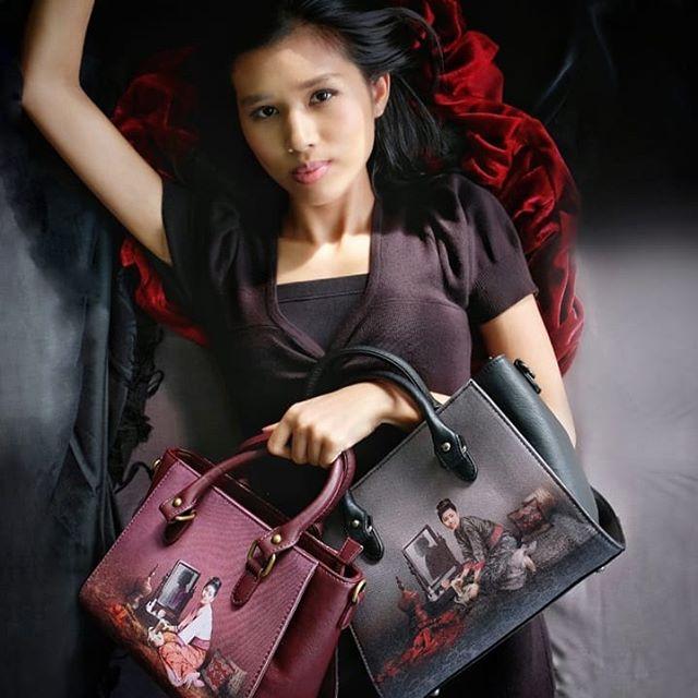 Yangoods ရဲ့ လိုင္း အသစ္ Classics မွာ တမံ ထြက္လာမယ့္ ဒီ တစ္ခ်ိန္တစ္ခါက design ေလးကို မွတ္မိၾကေသးလာဟင္။. @yangoods CLASSICS  Iconic, Timeless, Authentically YANGOODS  #myanmarfashion #fashionista #myanmar #bags