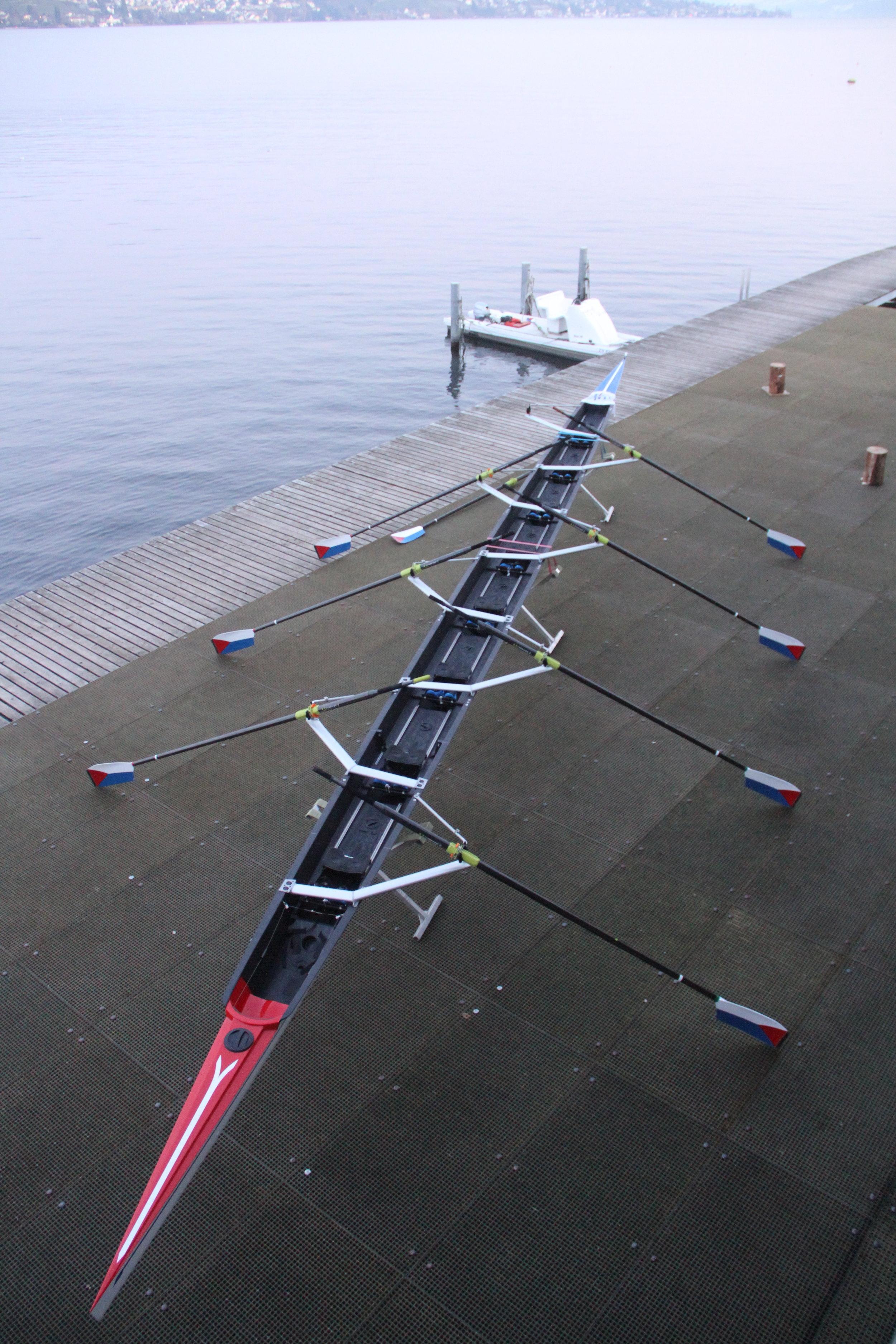 «Phönix» - Das fast 17 Meter lange und 59 cm schmale Rennboot mit seinen eleganten Flügelauslegern wiegt etwa 95 kg und stammt aus der italienischen Bootswerft Filippi. Der RCT ist sehr stolz darauf, diesem Rennboot ein Zuhause zu geben und hofft, dass mit ihm viele Erfolge gefeiert werden dürfen.