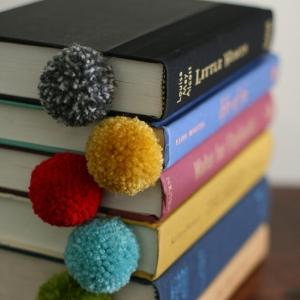 yarn-pom-pom-ball-bookmark-8.jpg