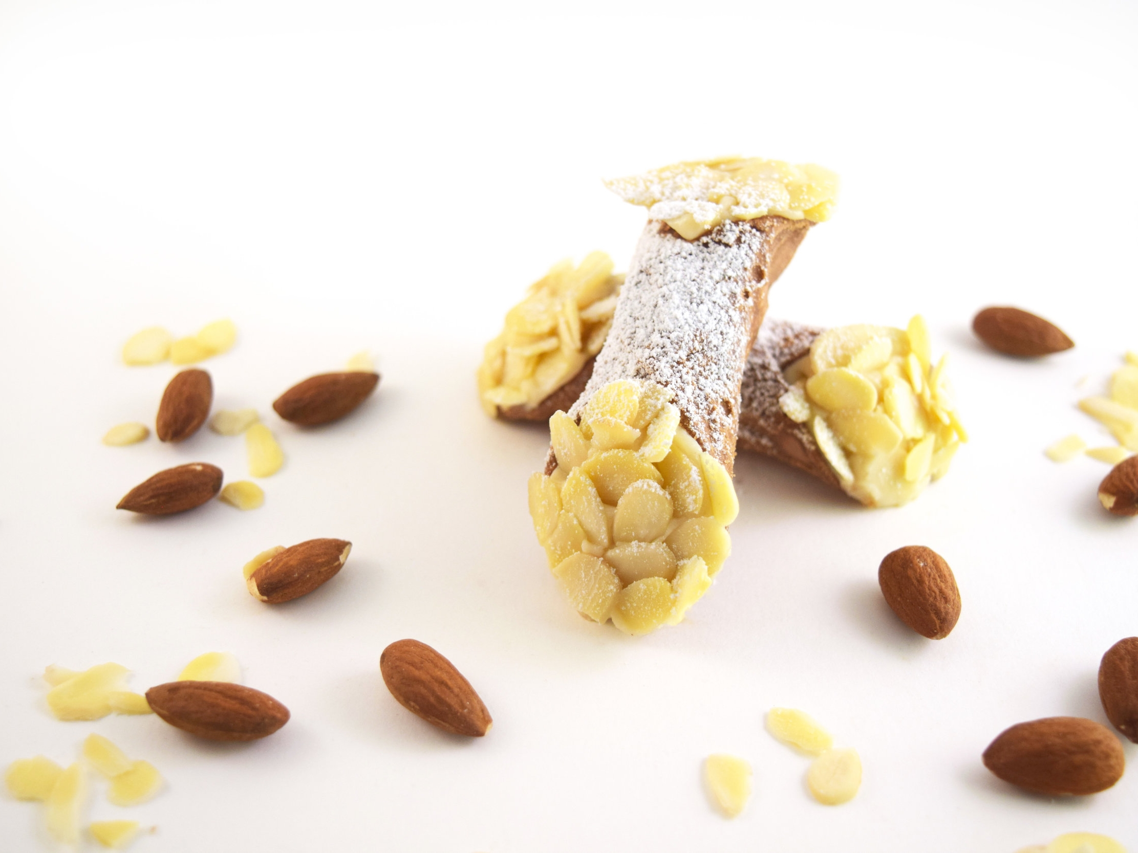 CANNOLO_ALMOND.jpg