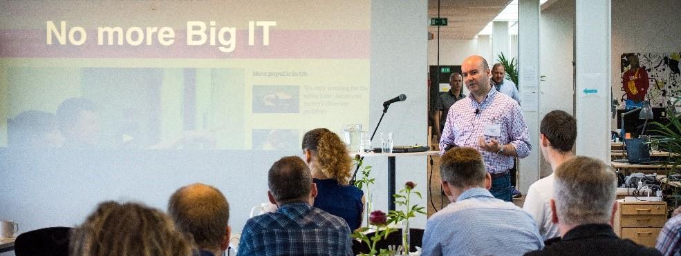 cBrains David Coterill faciliterer debatten på det digitale topmøde.