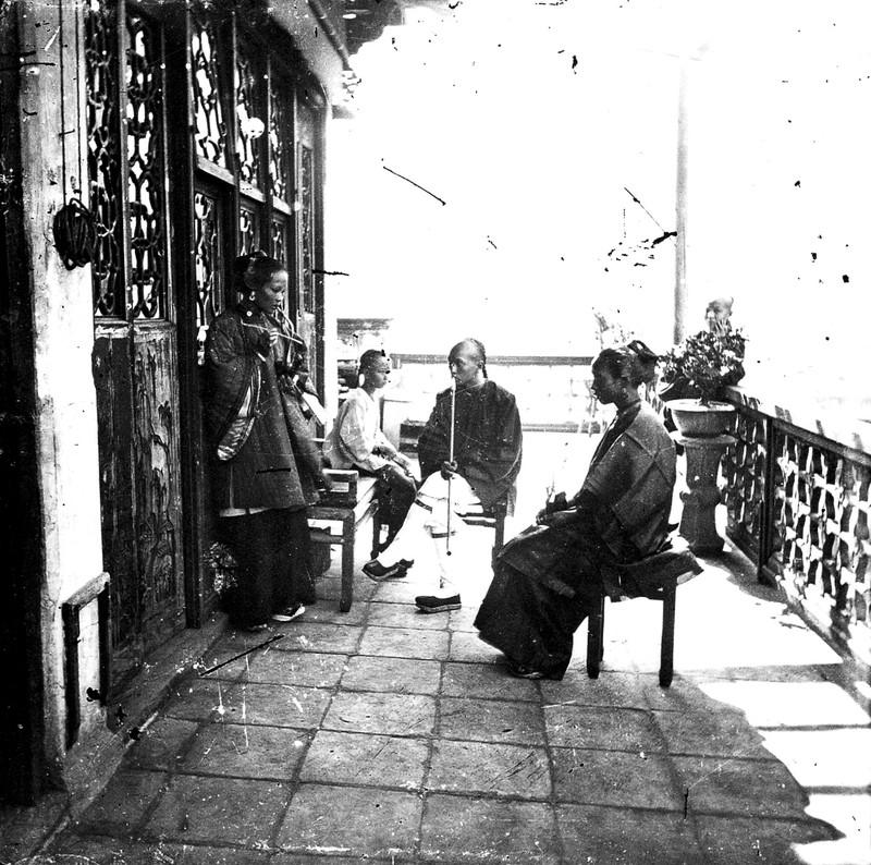 Čajovna v Hongkongu kolem roku 1860. Zdroj: Wellcome Collection. CC BY
