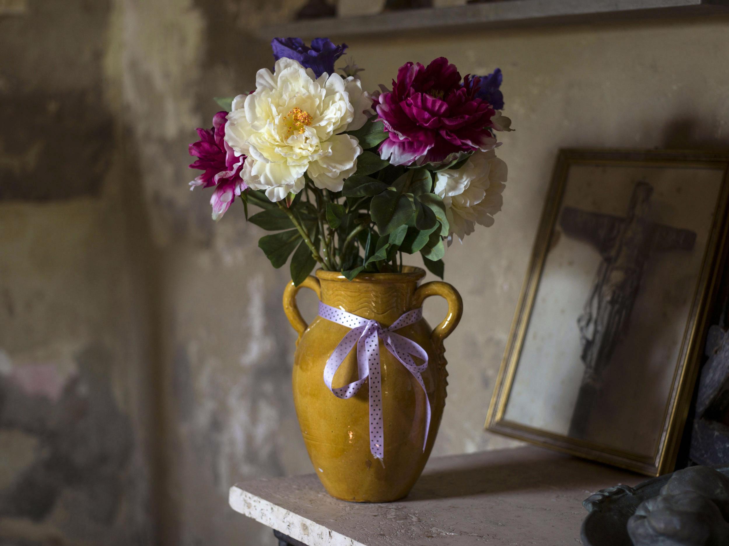 Julian-Ward-Peralta-Chapel-Flowers-Tuscany-Italy.jpg