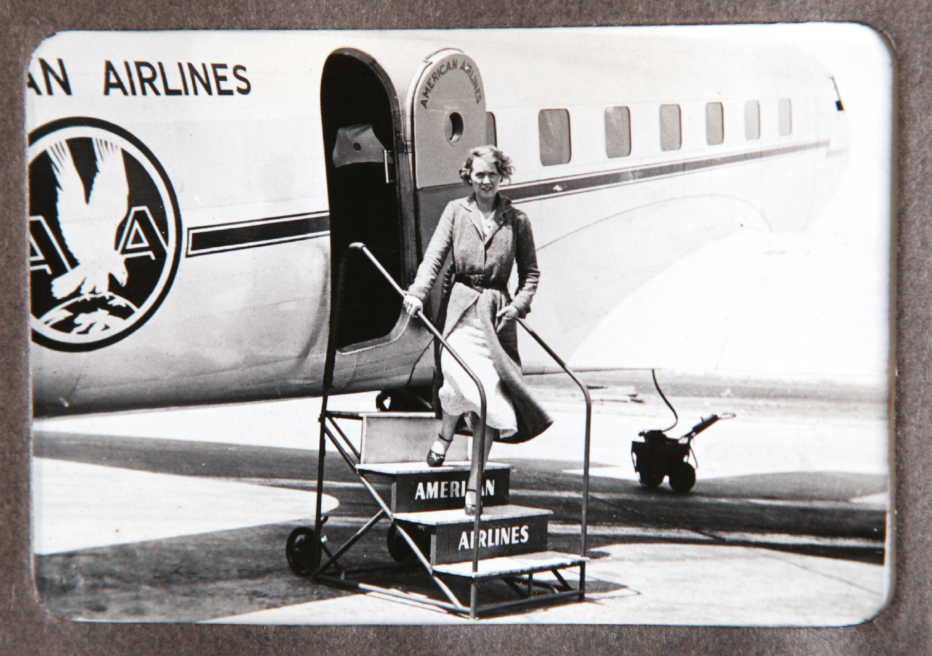 Faith Murray steps from an American Airlines aeroplane during the couple's visit in 1936 (picture © The WS Society).